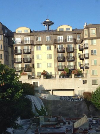 Homewood Suites by Hilton Seattle Downtown : View of Space Needle from bedroom window top floor exec suite
