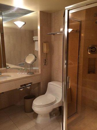 Metropolitan Hotel Vancouver: Bathroom