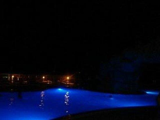 Pink Shell Beach Resort & Marina: Pool after dark.