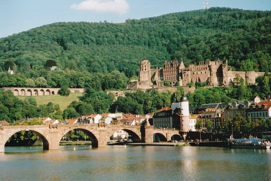 Carl Theodor Old Bridge (Alte Brucke): 古城を借景に