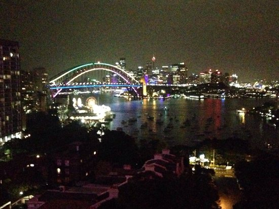 North Sydney Harbourview Hotel: Vivid festival lit up the harbour.