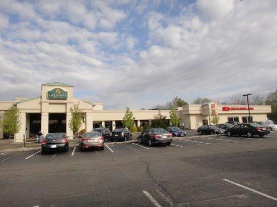 La Quinta Inn & Suites Fairfield : Front View