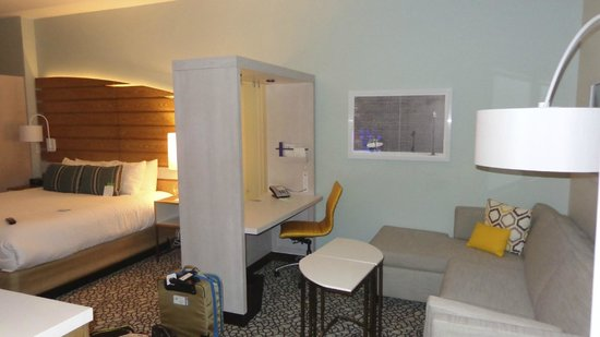 SpringHill Suites San Diego Oceanside/Downtown: King Room layout