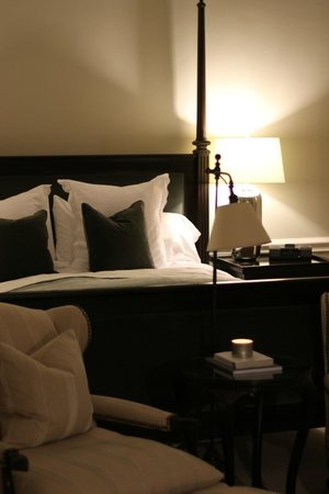 Langdon Hall Country House Hotel & Spa: Heavenly-like luxe bed