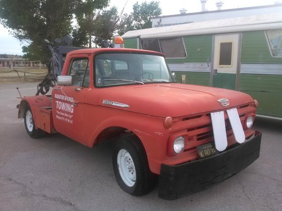 Grand Canyon Caverns Inn: The motel has its very own Tow-Mater!