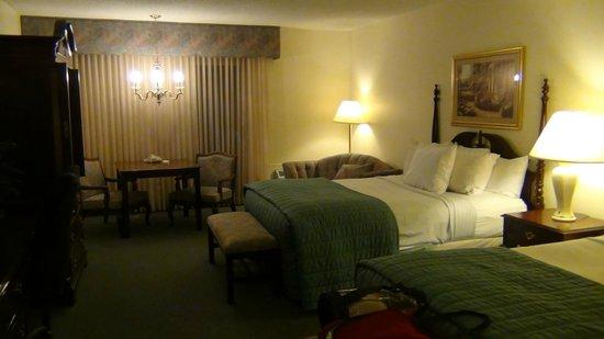River Terrace Inn: номер с двумя кроватями Королевы