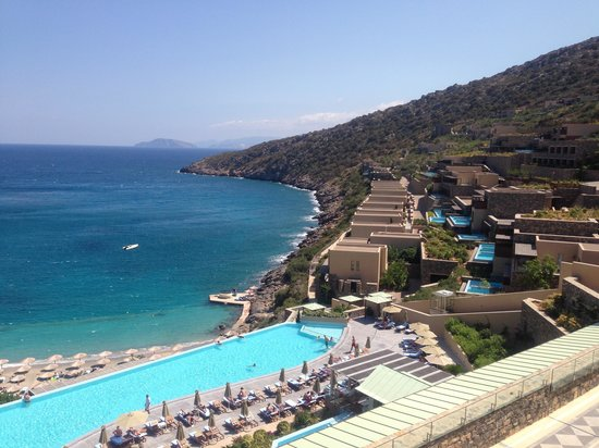 Daios Cove Luxury Resort & Villas : View of grounds and sea