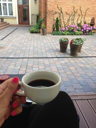 Metropolitan Boutique Hotel: my morning coffee in the garden