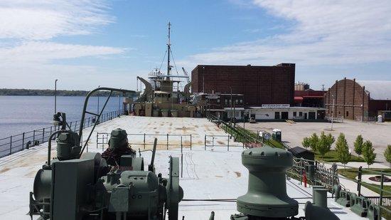 USS LST 393 : upper deck