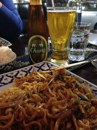 Thai Chef's Restaurant : pad thai and chang beer