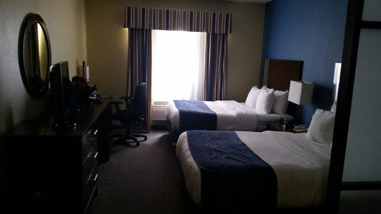 Comfort Suites Airport North: 2 queens