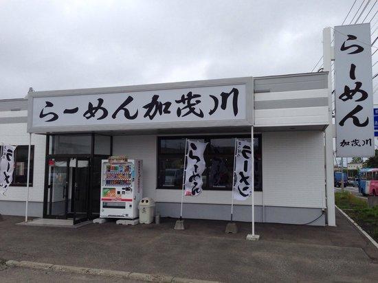 Ramen Kamogawa: 店頭の写真です。