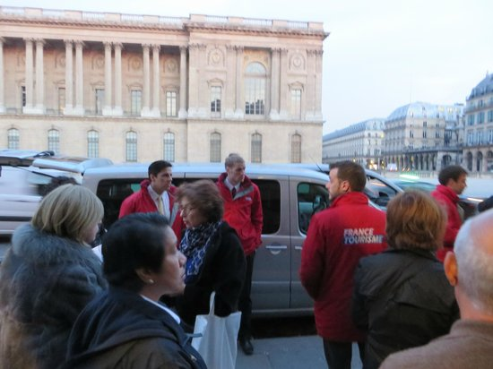 France Tourisme - Daily tour : Drivers in red jackets