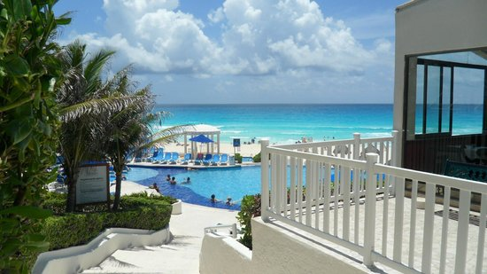 Golden Parnassus All Inclusive Resort & Spa Cancun: Believe it or not - this is not photoshopped!