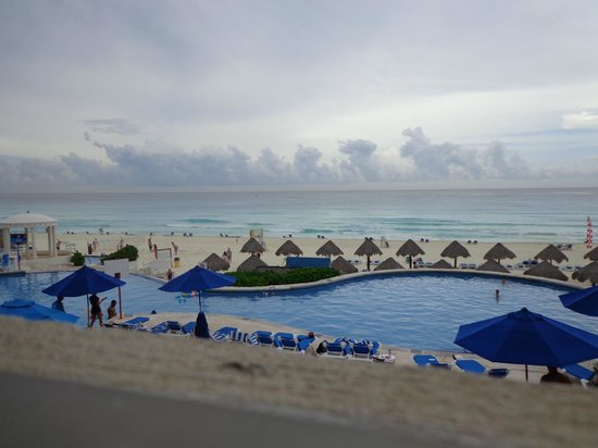 Golden Parnassus All Inclusive Resort & Spa Cancun : Pool and Beach view