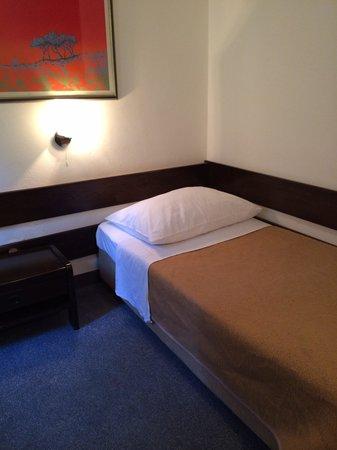 Hotel Adriatic : ふにゃふにゃベッド
