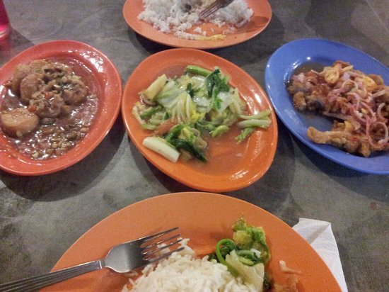Salang Beach Resort: 1st night dinner included in package. Nice decent cooked food.