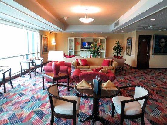 Delfines Hotel & Convention Center: Executive Lounge