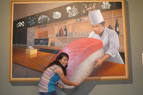 Trickeye Museum : what a huge sushi!