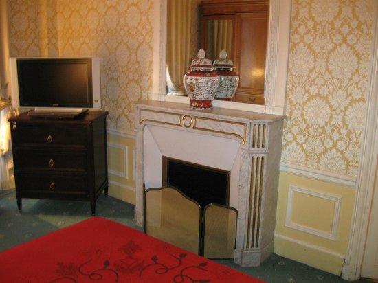 Hotel Westminster: камин