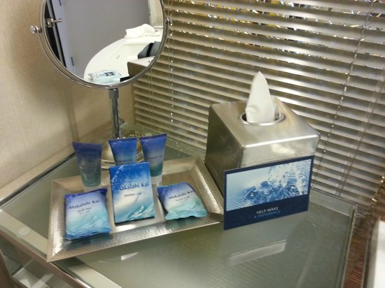 Hilton Waikiki Beach: Substandard toiletries