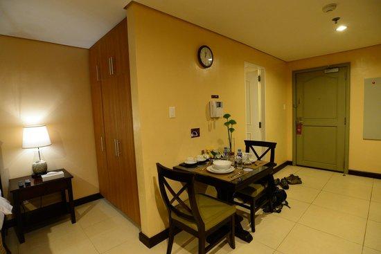 Crosswinds Resort Suites : Inside room