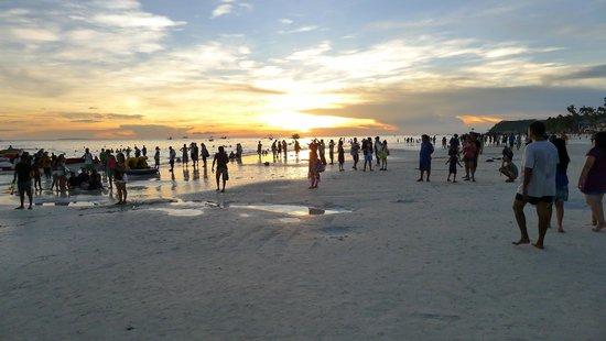 White Beach: Fine and white sand in Boracay