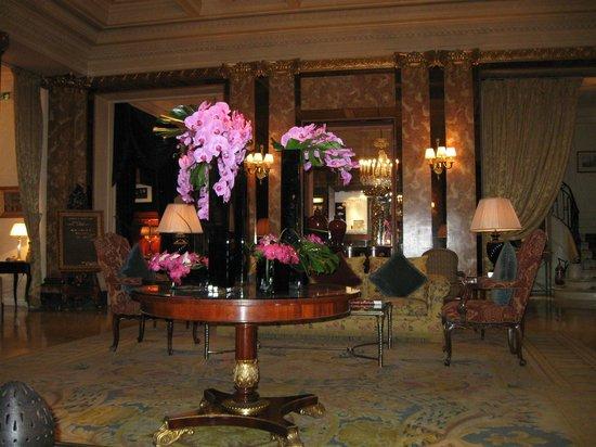 Hotel Westminster: орхидеи на ресепшен