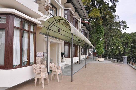 Hotel Oak Bush: Side of Hotel used for entering in Rooms