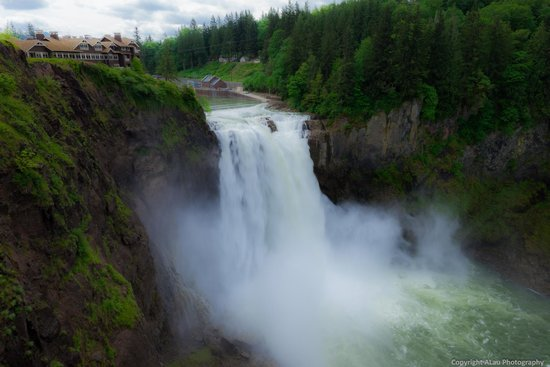 Snoqualmie Falls on a cloudy day
