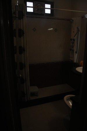 Hotel Oak Bush: Bathroom of Family Suite