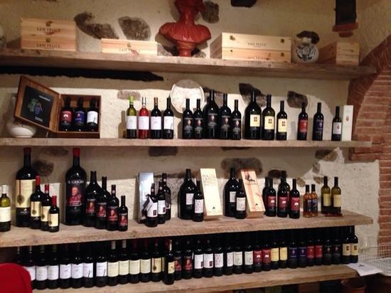 Hotel Borgo San Felice: Wine shop