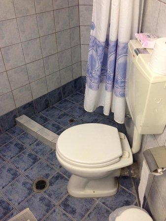 Neos Ikaros : Une salle de bain qu'il n'y a pas sur le site de l'hôtel !