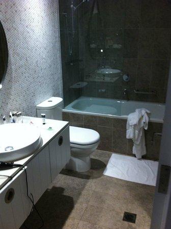 Adina Apartment Hotel Bondi Beach: Bathroom