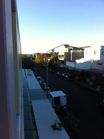 Adina Apartment Hotel Bondi Beach: Balcony View Towards Beach