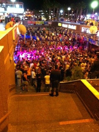 Yumbo Centrum: Last night of pride, the bars were heaving.