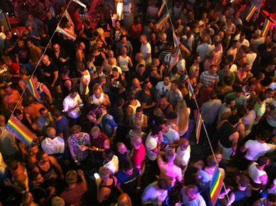 Yumbo Centrum: Last night of Pride, everyone having a good time.