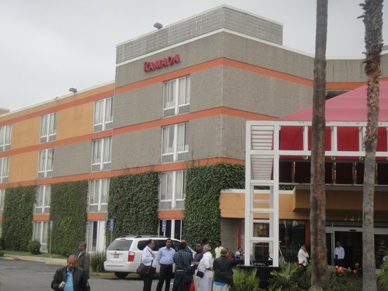 Ramada Commerce/Los Angeles Area: Side View