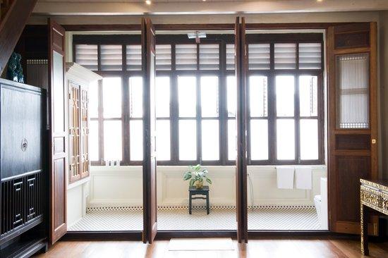 Seven Terraces: Bathroom showing 12 foot high rain forest shower