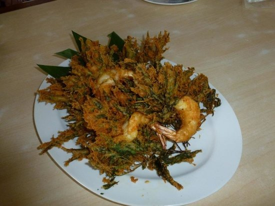 Peang-Prai Restaurant : tempura prawn wt local leave