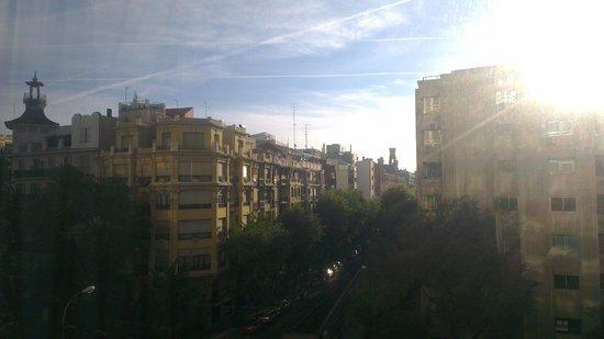 Courtyard Madrid Princesa: раннее утро, вид из номера