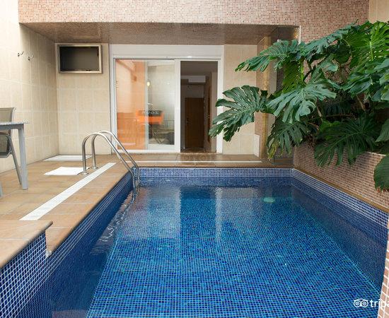 Zouk motel alcala de henares espagne voir les tarifs for Suite con piscina privada madrid