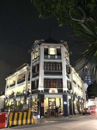 The Scarlet Singapore: front view