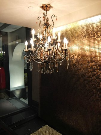 The Scarlet Singapore: lobby