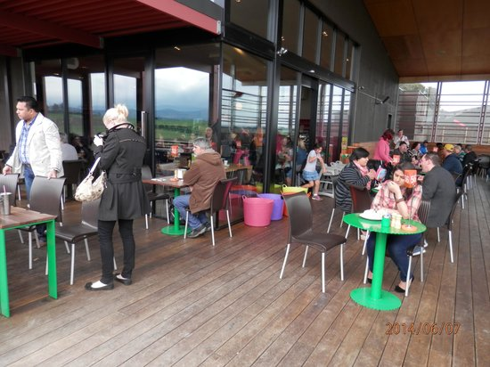 Yarra Valley Chocolaterie & Ice Creamery: outdoor seating