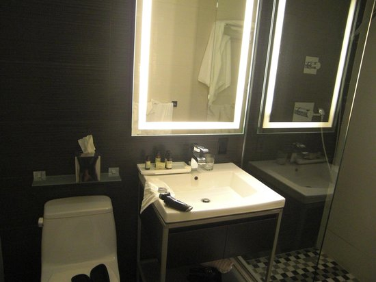 Ameritania Hotel: Badezimmer