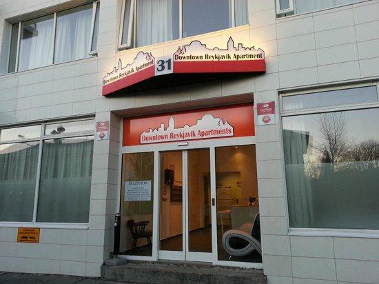Downtown Reykjavik Apartments : entrance