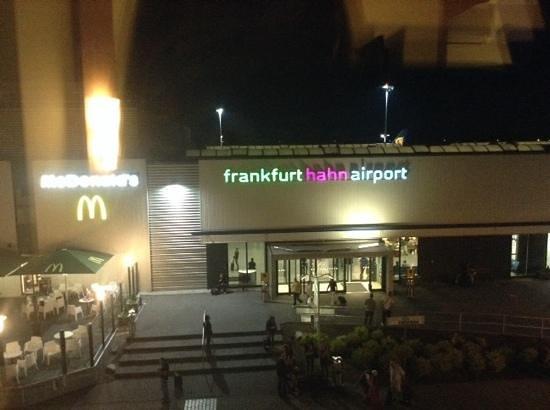 B&B Hotel Frankfurt-Hahn Airport : vue de la chambre