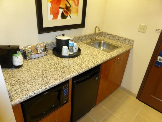 Hampton Inn & Suites Lancaster : King suite kitchenette
