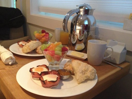 Coast & Toast Bed & Breakfast : Amazing home cooked meal!